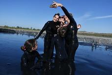 Селфи в грязи или почему туристы едут в Крым на Чокракское озеро