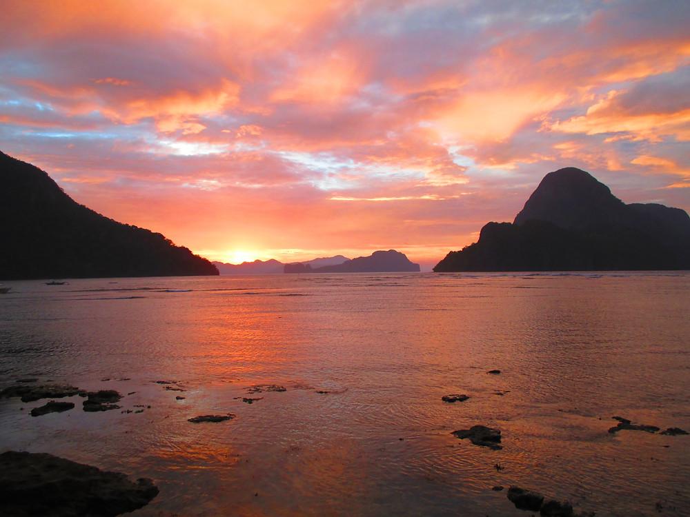 Sunset, Sonnenuntergang in El Nido, Palawan, Philippines. Das Land der 7000 Inseln. Die Philippinen - Eine Zusammenfassung. Blog posts pascallaube.com