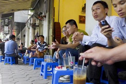 Straßencafé in Vietnam. Hanoi, Saigon, Da Nang. Die Kaffeekultur in Vietnam. Blog pascallaube.com