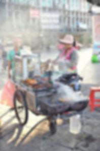 Street Food, Bangkok, BBQ, Street Kitchen, Strassen Küchen, gegrillt, Thailand, 2017,