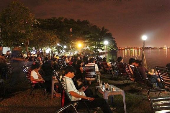 Riverside Street Café. Gemütliche Abende im Café am Fluss. Kaffeekultur in Vietnam. BLOG pascallaube.com