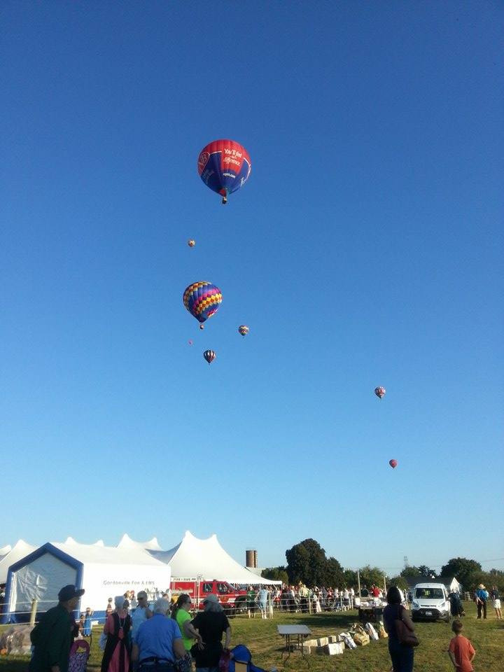 Hot air ballons taking off just before the start of the 5k