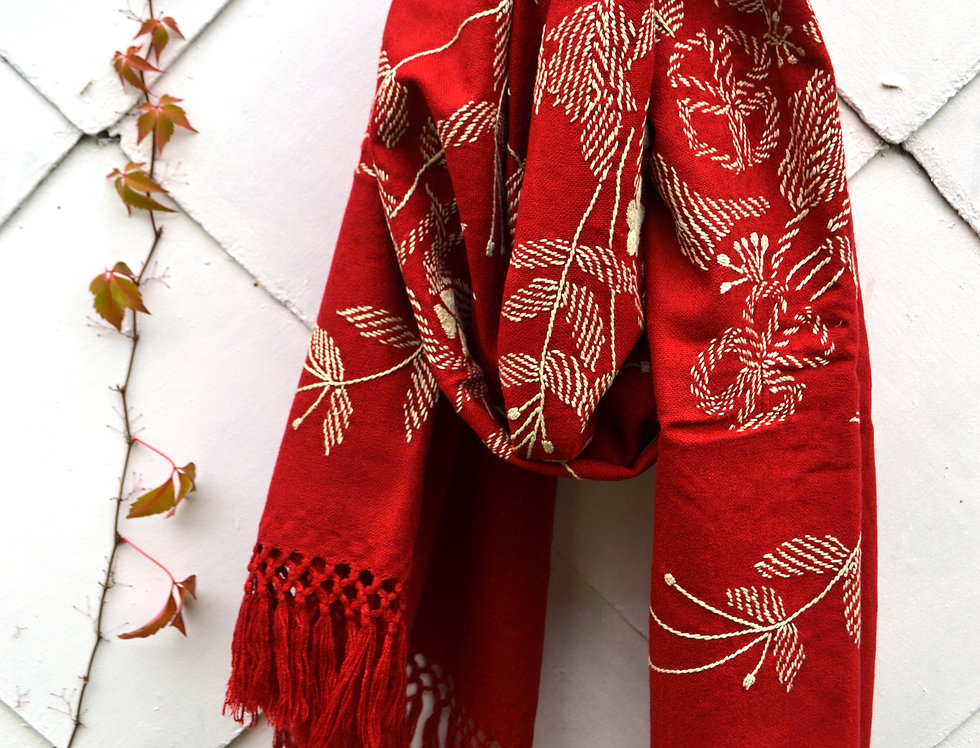 Šátek nažloutlý