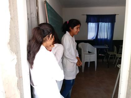 2018 Noviembre, Llevando y entregando regalos e incentivos de fin de año en la escuela de El Cachi.