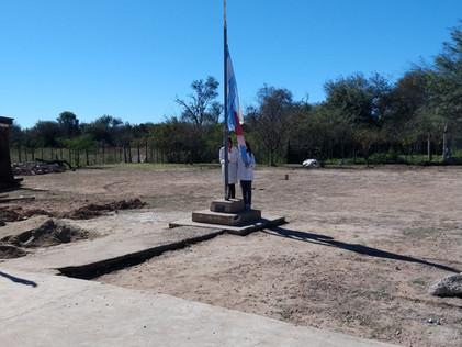 2019 - 20 de junio, festejando el Día de la Bandera, en la escuela de Yacu Hurmana.