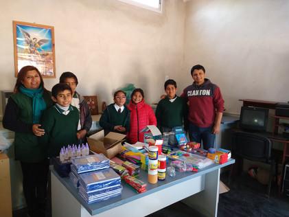 2019 Junio, entregando mercadería en el colegio parroquial de Suncho Corral, y las escuelas n° 848 y