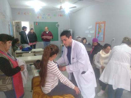 2017 Agosto, Escuela de Santa Rosa de Casares cuando recibieron a los médicos de la UBA.