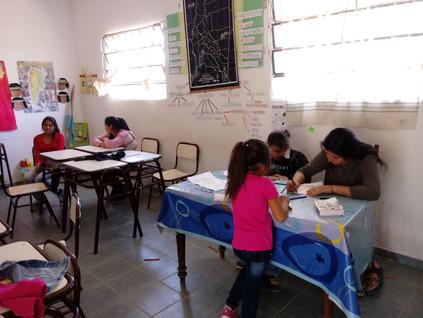 2018 Noviembre, entregando incentivos con Germán en la escuela de Yacu Hurmana.