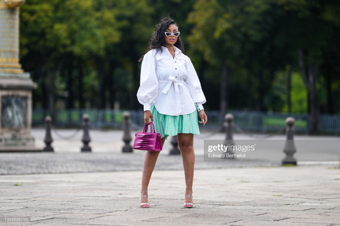 sarah-kpossa-wears-white-vintage-sunglasses-a-silver-chain-necklace-picture-id1334228119_s