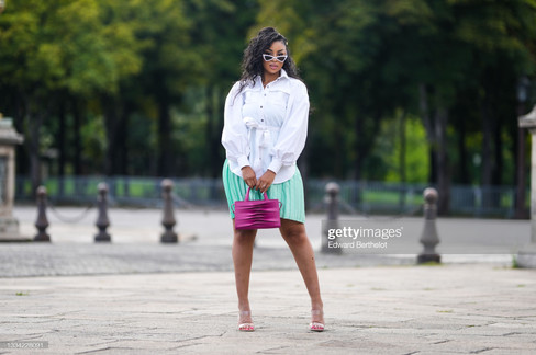 sarah-kpossa-wears-white-vintage-sunglasses-a-silver-chain-necklace-picture-id1334228091_s