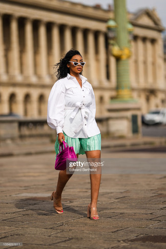 sarah-kpossa-wears-white-vintage-sunglasses-a-silver-chain-necklace-picture-id1334227811_s