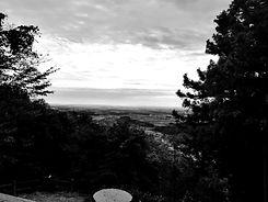 冠山風景白黒