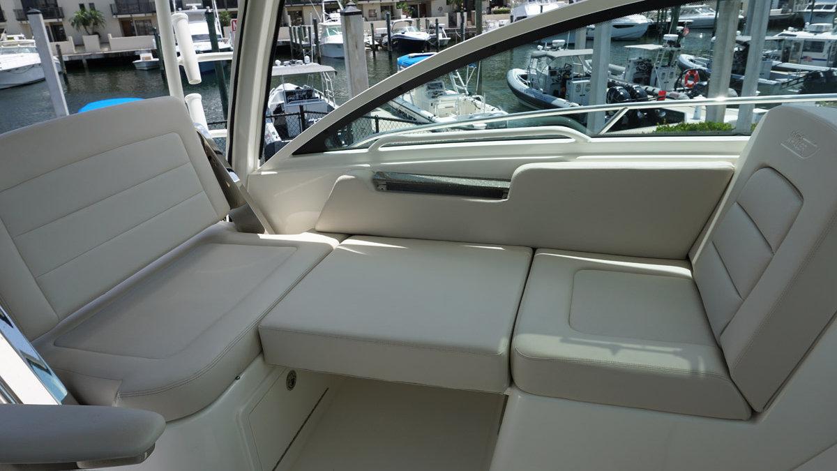 2019 Boston Whaler 315 Conquest | Lauderdale Marina
