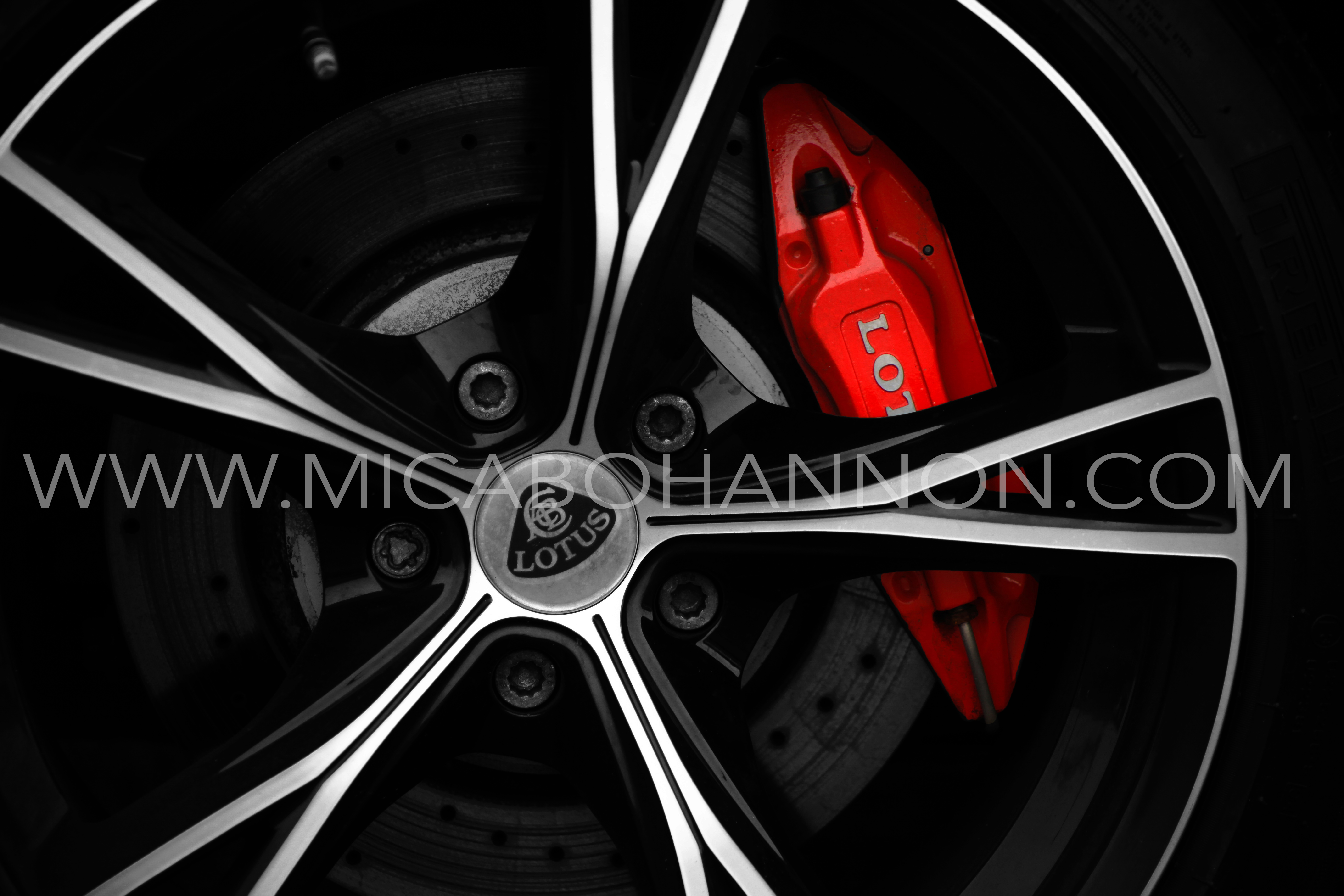 black wheel arch with red break pads