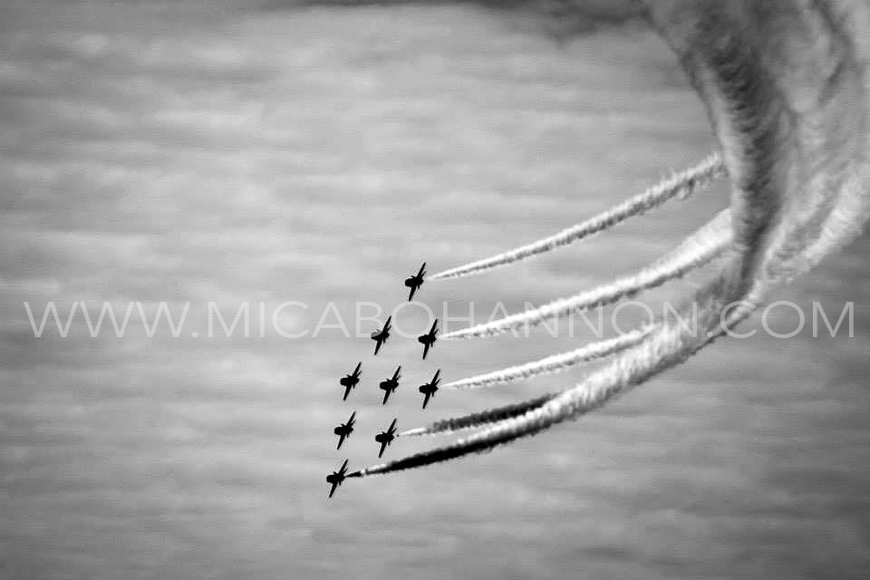 black and white red arrows