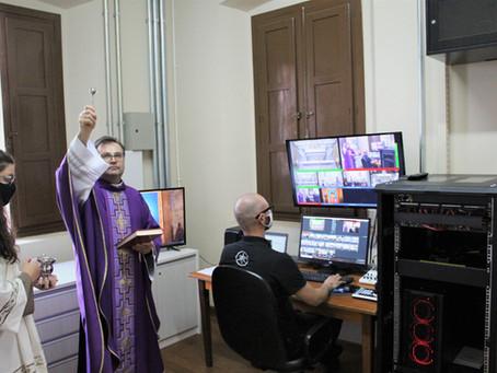 Paróquia Santo Antônio inaugura novo sistema de transmissões e dedica estúdio ao Beato Carlo Acutis