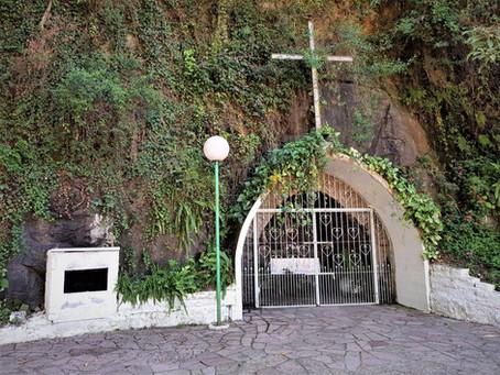 Paróquia Santo Antônio celebra missa em honra a Nossa Senhora de Lourdes na Gruta do Borgo