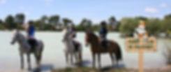 Les cavaliers de Paloumey dans le lac
