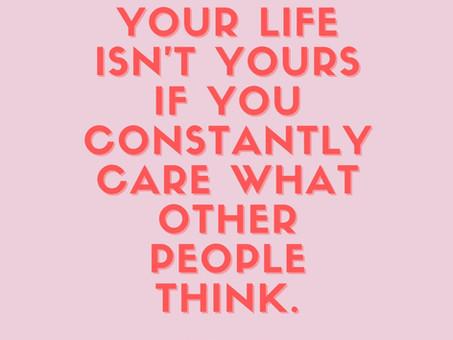 Zo ga je om met de mening van anderen over jouw gezonde leefstijl (4 tips)