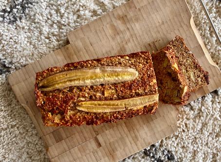 Healthy bananenbrood met appel, kaneel, rozijntjes & noten!