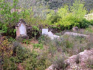 Vue 2 du cimetière abandonné de l'église de Saint-Martin