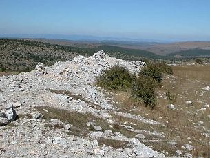 Fortifications protohistoriques, enceinte fortifiée de Drigas, vue des vestiges du mur 3.