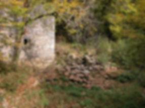 Moulin à turbines de Sirogne. Mur et retenue du côté aval