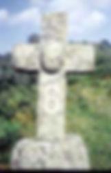 Croix de pierre énigmatique.