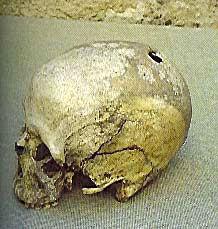 crâne, crâne préhistorique trépané, coutumes funéraires, religion