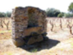 Bâti de puits construit de lauzes