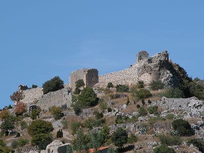Photo montrant le château de Saint-Pierre à la sortie des gorges de San Jaume.