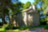 Randonnées pédestres dans des lieux insolites. Photo : la magnifique chapelle de Saint-Germain dans le Minervois.