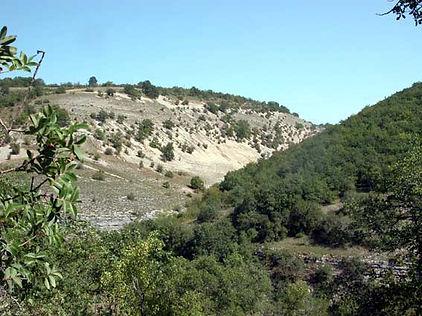 Randonnées pédestres dans des lieux insolites. Photo : le Causse aride près de Rocamadour dans le Lot.
