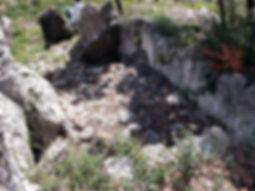 Dolmen, allée couverte (très long dolmen), vue de la cella, chambre mortuaire