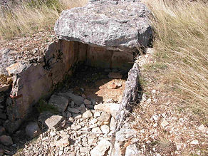 dolmens, dolmens à par couloir rectiligne court 3, couloir de dalles dressées