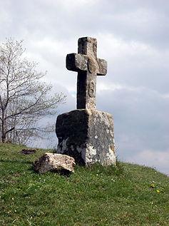 Les énigmes de Morenci, vue élargie de la croix vandalisée.
