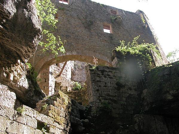Moulin à turbines du Saut. Vue globale de l'édifice bâti sur plusieurs niveaux.