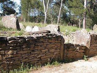dolmen, tumulus, vue rapprochée du tumulus
