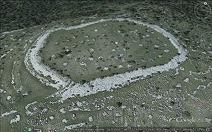 Randonnées pédestres dans des lieux insolites. Lien vers les pages sur les fortifications rustiques. Photo (Google earth) : vue arérienne d'une enceinte protohistorique