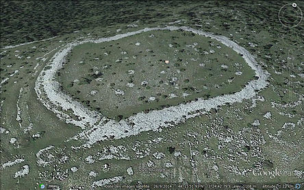 Vue rapprochée oblique (Google Earth) de l'enceinte protohistorique de Drigas)