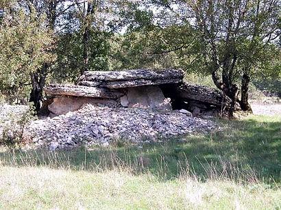 dolmen, dolme à couloir, dolmen à accès par un couloir, dolmen partiellement effondré