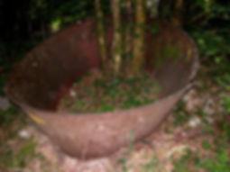 Marmite de charbonnier 1, marmite pour fabriquer du charbon de bois.