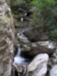 Photo montrant une série de petites cascades dans les gorges de San Jaume.