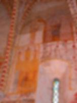 Anciennes peintures sur les murs de la chapelle de Centeilles. Ici, l'ange Gabriel et La Vierge, lors de l'Annociation.