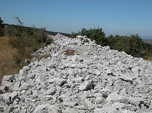 Fortifications protohistoriques, enceinte fortifiée de Drigas, vue des vestiges du mur 2