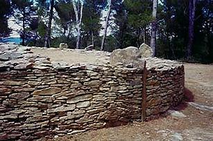 dolmen, tumulus, vue rapprochée d'un tumulus, pierres d'ancrage