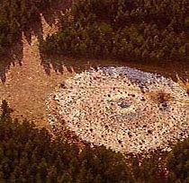 dolmen, dolmen avec tumulus, vue aérienne d'un tumulus