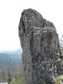 Les énigmes de Morenci, vue rapprochée du menhir au sommet du monolithe.