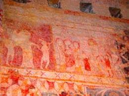 Randonnées pédestres dans des lieux insolites. Lien vers les pages sur les chapelles du Minervois, dans l'Aude. Photos : peintures de la chapelle de Centeilles.