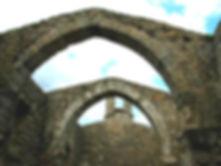 Vue de l'intérieur de l'église de Saint-Martin, clocher méridional, arches gothiques.